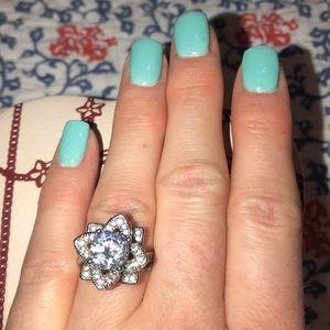 Jewelry - Gorgeous fashion ring